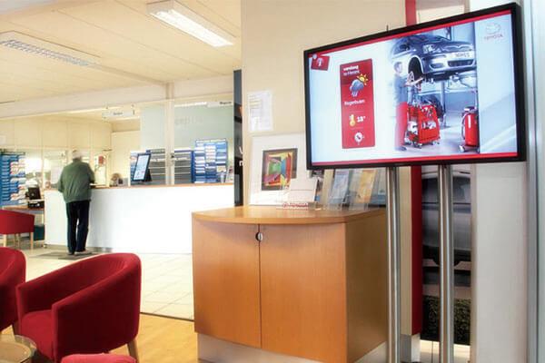 Bank solution digital signage